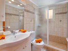 Bathroom Villa 1
