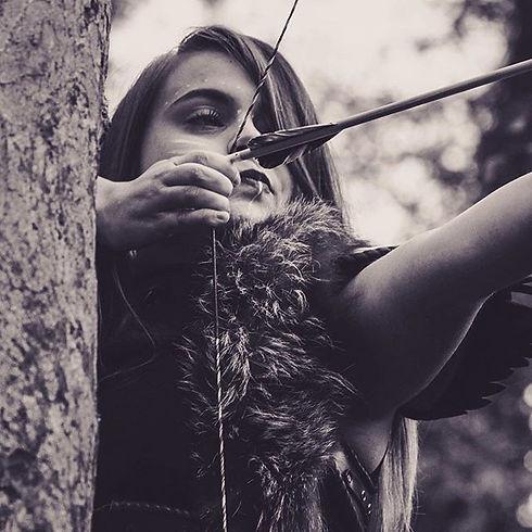 Une guerrière elfe en chasse photographe