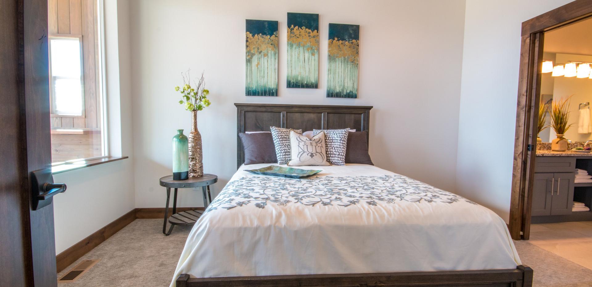 Swan Walkout  Guest Suite