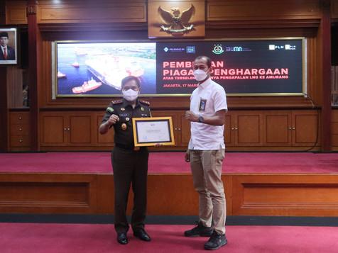 PT PEL Berikan Piagam Penghargaan Kepada Kejaksaan Tinggi DKI Jakarta
