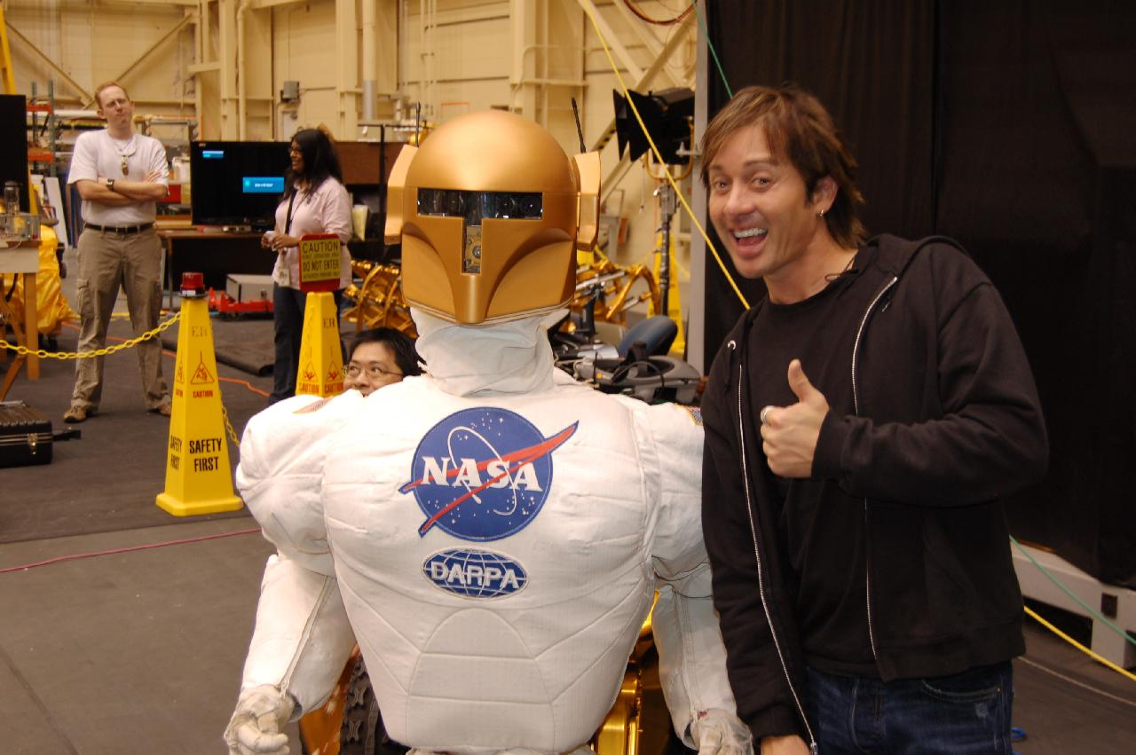 Actor Johnny Alonso w NASA 360