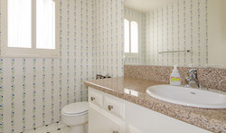 300H-bathroom-1