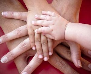 mani-genitori-figli.jpg