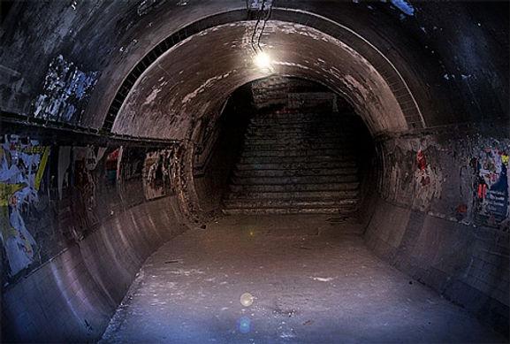 old tunnels londond.jpg