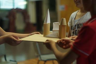Actividades educativas basdaas en el currículum escolar y adaptadas a las necesidades de la escuela.