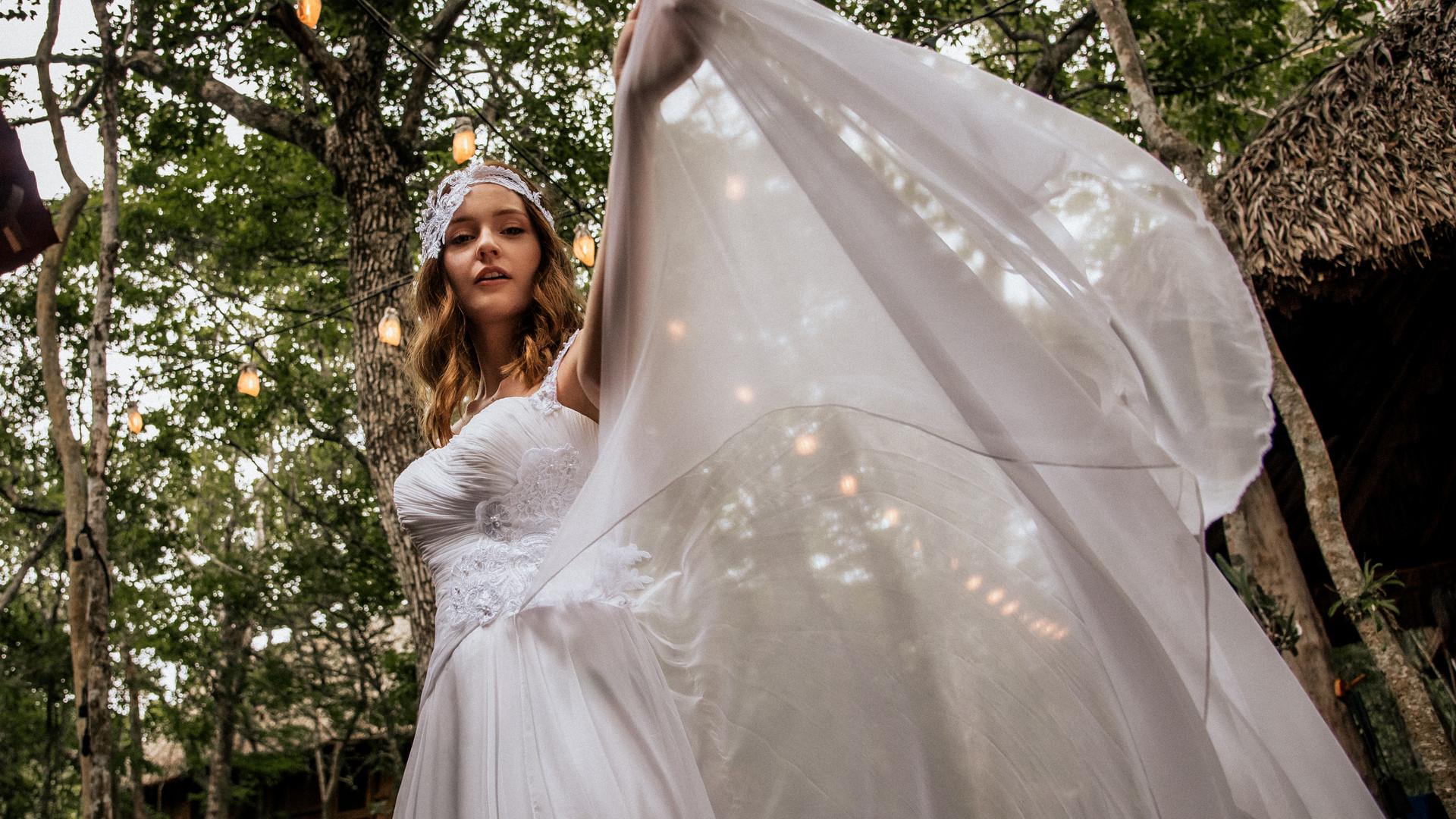 Bridal photoshoot beach waves and natura