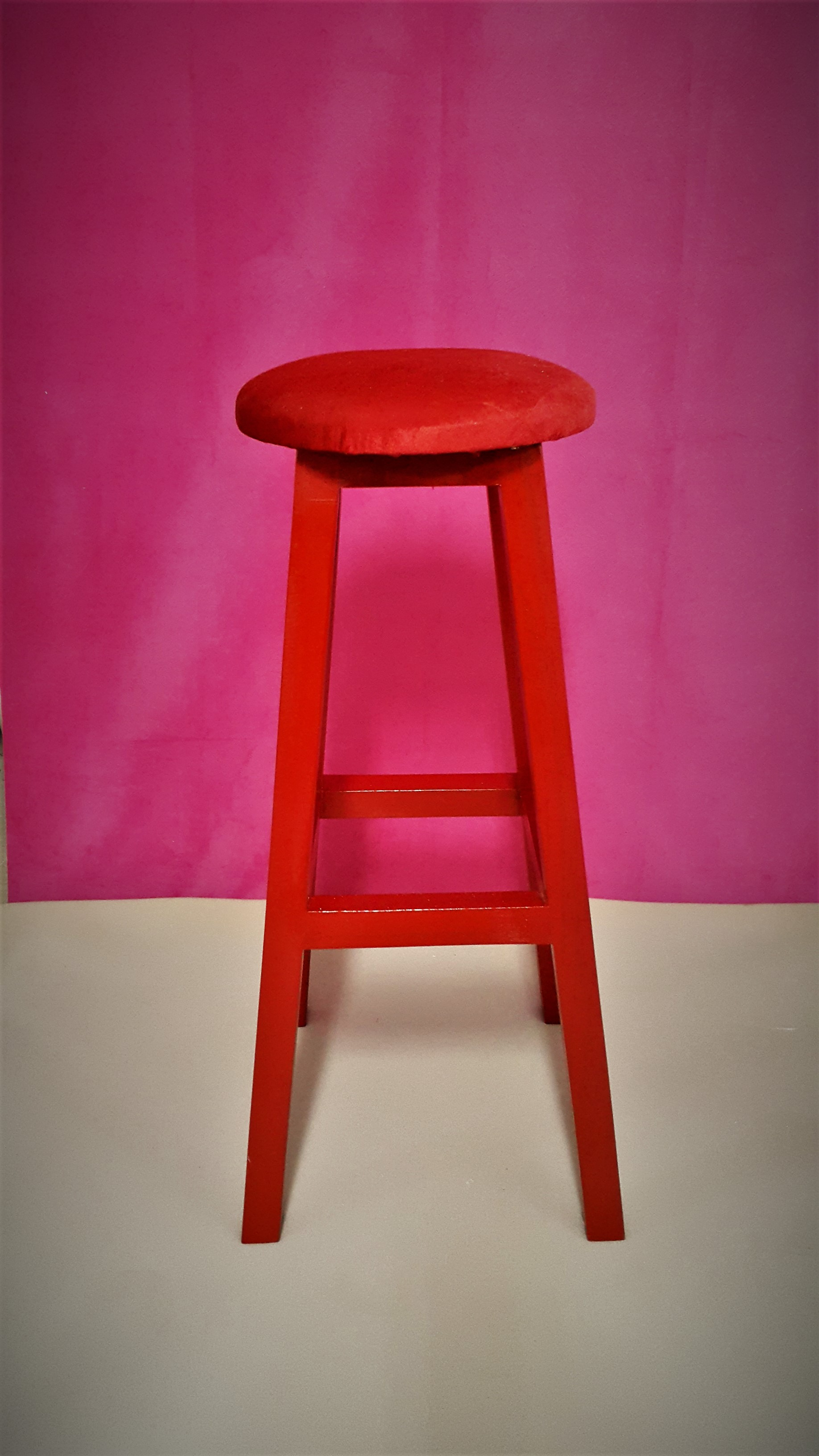 kırmızı tabure ahşap bar taburesi
