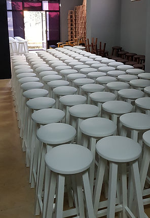 beyaz ahşap bar taburesi