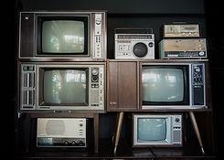 古いテレビとラジオ