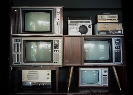 Vecchi televisori e radio