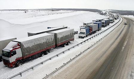 Затор на зимней дороге