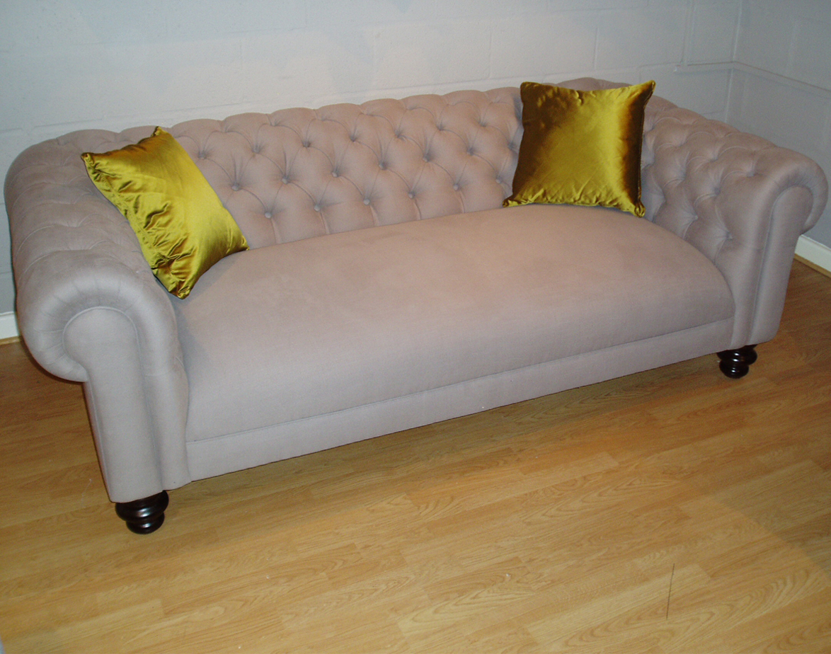 Chesterfield Fixed Seat Sofa 207x109