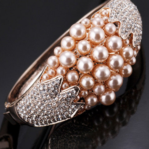 Rose Gold Cubic Zirconia Pearl Bangle