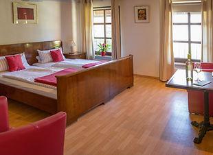 Doppelzimmer Knauer.jpg