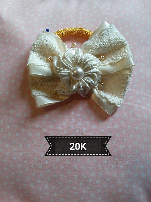 Kanzashi-Cream lace hair bow