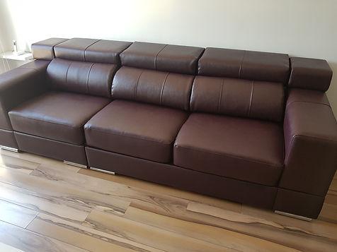 Sofá tapizado en skay alta gama burdeos