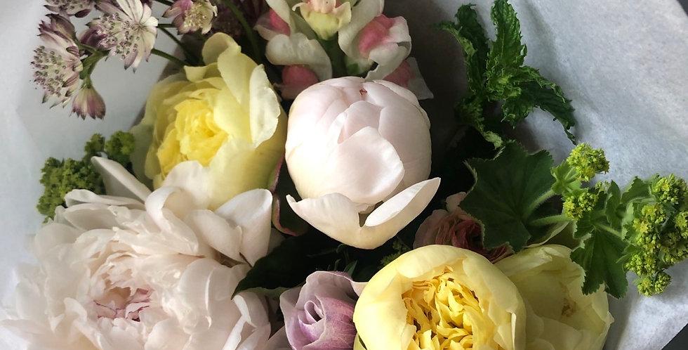 medium 5 peonies mixed bouquet(no vase)
