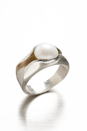 Silver & Pearl Ring