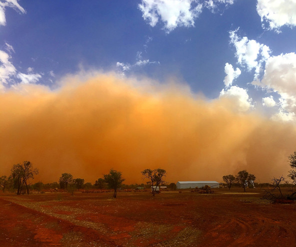 Dust storm sweeps over Bourke