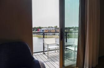 hyatt_bedroom lake view 2560x1707.jpg