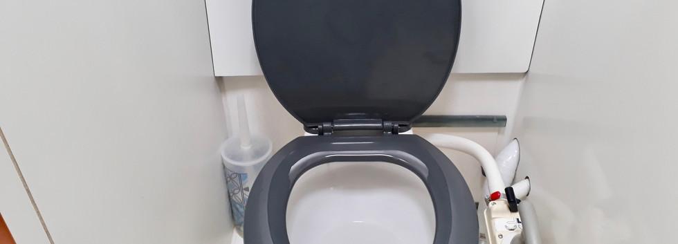 PHASE 2.19 toilette.jpg