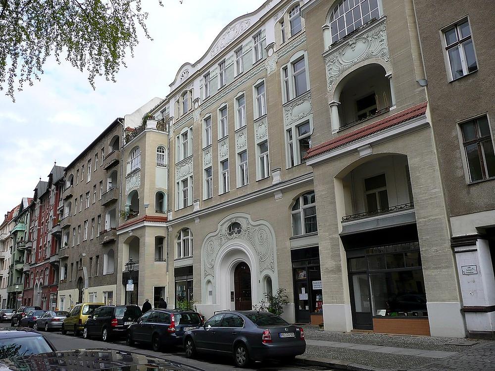 תמונה-של-חזית-בנין-בברלין