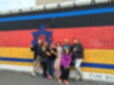 איסט סייד גלרי עם אמיר בברלין.jpg