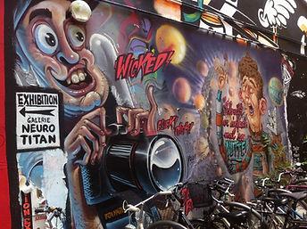 ציור קיר במתחם שוורצנברג ברלין