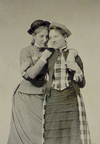 Kitty Ely class of 1887 (left) and Helen Emory class of 1889, Mount Holyoke students, via vintagephoto.livejournal