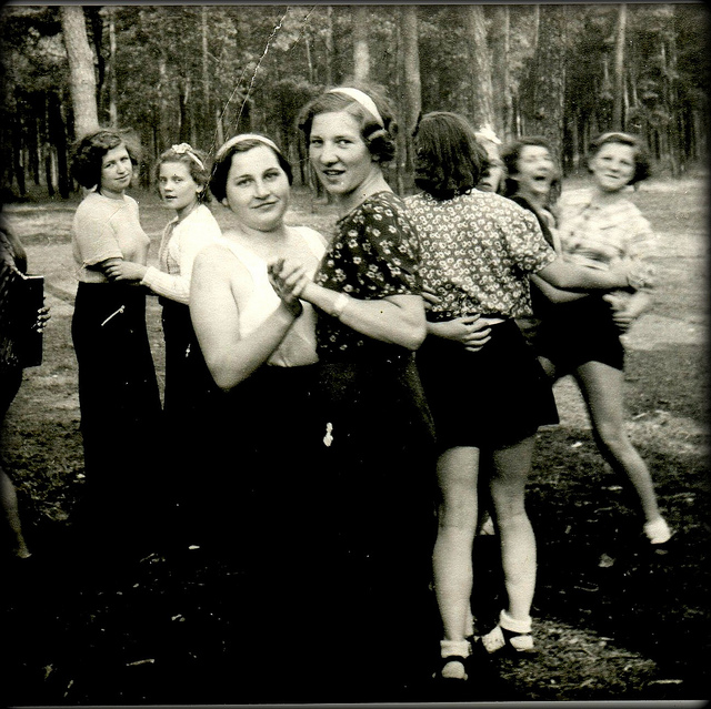 1930s-dancing-girls