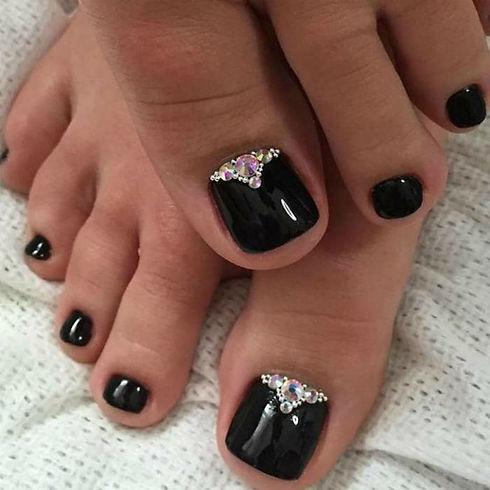 Black-Rhinestones-Toe-Nail-Design.jpg