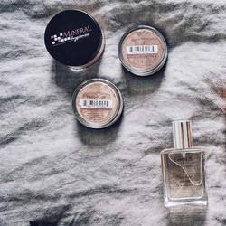 Vakre _teamsollianja har pakket klart til ferie, og i kofferten har hun med seg den beste mineral fo