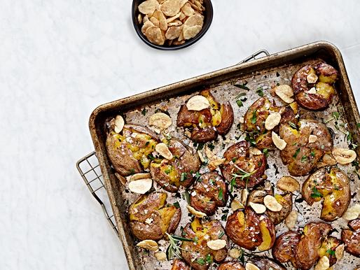 Crispy Garlic Smashed Roasted Potatoes