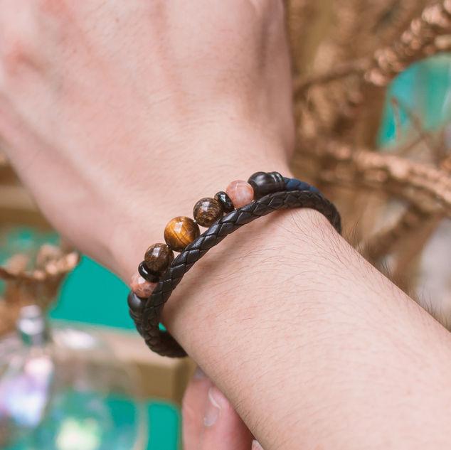 Latch Handmade Leather Bracelet 10.jpg