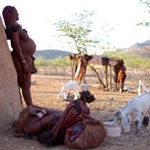 部 落 妇 女 分 娩 时 如 此 平 静