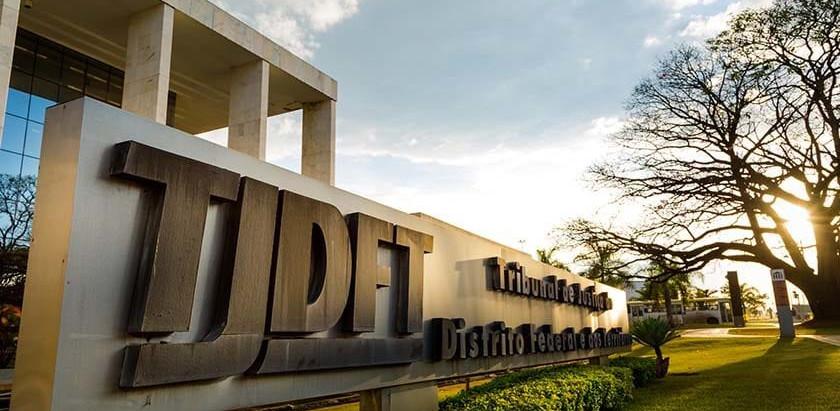 Justiça condena plano de saúde que recusou UTI a indenizar idosa no DF