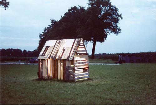 Evagations, buitenkant 's avonds (2004).jpg