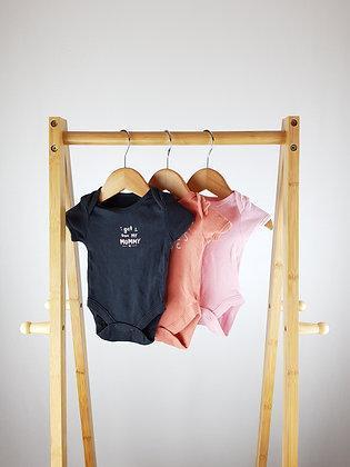3x bodysuits mix newborn/1 month