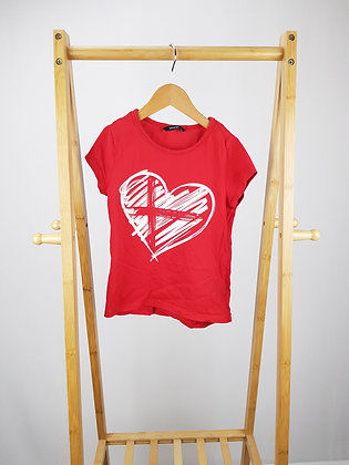 George red t-shirt 5-6 years