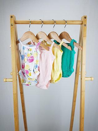 4x bodysuits mix newborn/up to 1 month