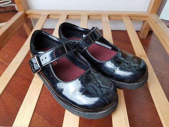 Clarks black patent shoes 9G