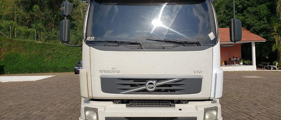 Volvo VM 270 - 2013 - 8X2 - Carroceria
