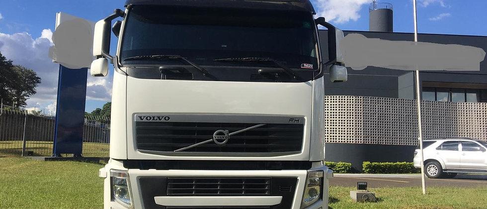 Volvo FH 460 - 2013 - 6x4 - Teto Alto - Leito
