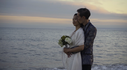 ERIC WEDDING KISS NEXT TO BEACH.png
