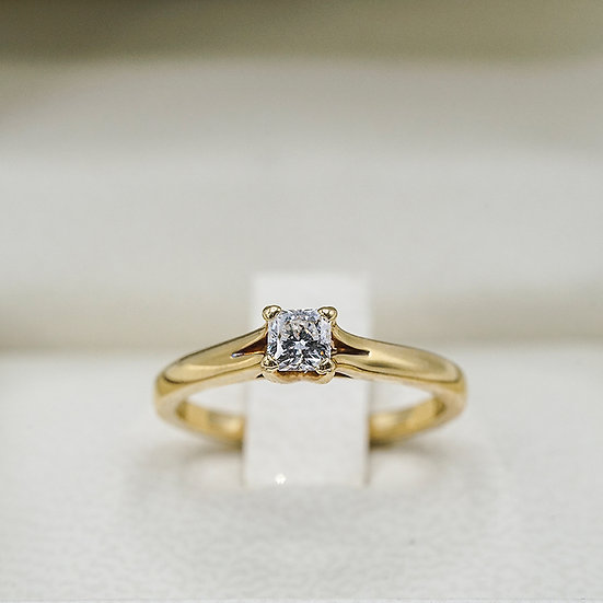 18k Yellow Gold Hearts on Fire Dream Cut engagement ring