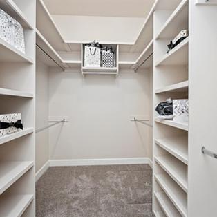 32-master-closet.jpg