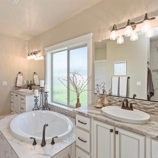 15-master-bathroom.jpg