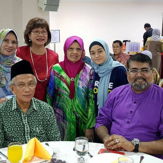 Free Food Distributed at Malay Heritage Centre