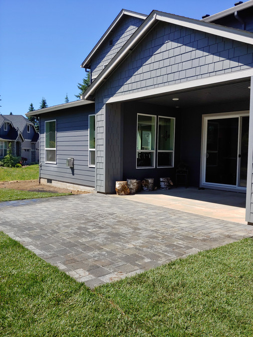 Traditional Homes Pavers Patio
