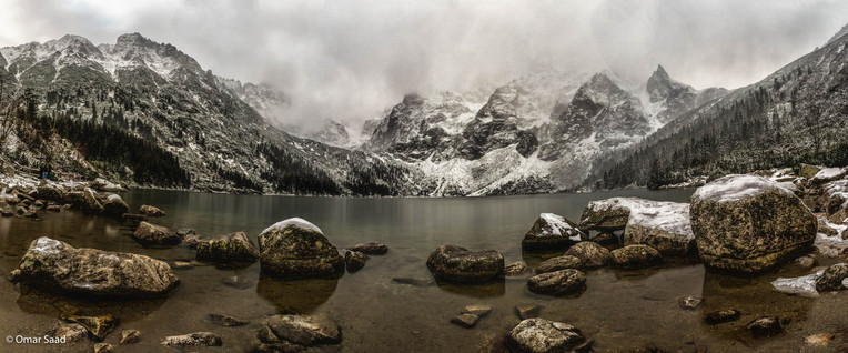 Morskie Oko lake in winter